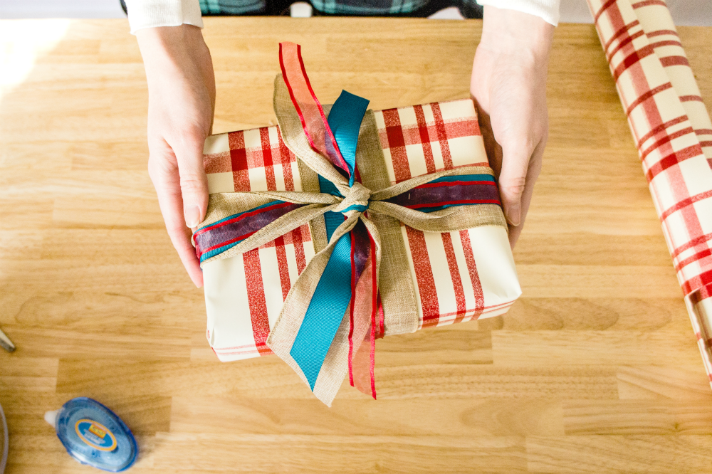 Last-Minute Giftwrapping trick! | The Studio Blog