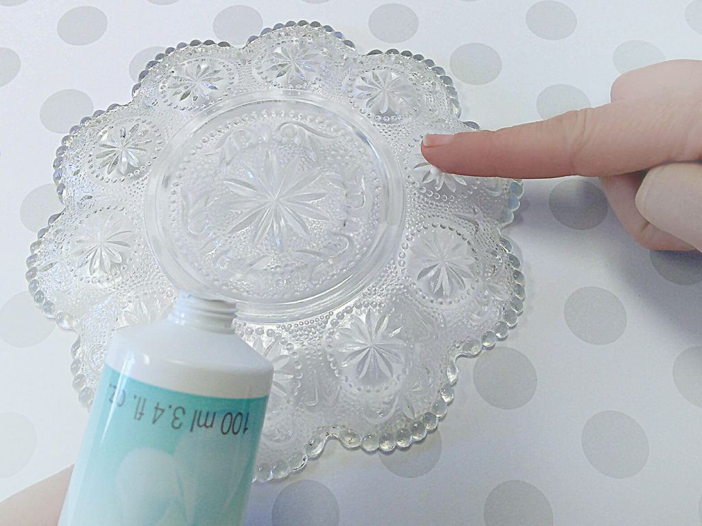 Add Silicone Glove cream to glass.